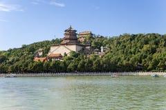 中国,北京 夏天故宫(颐和元) 长寿小山和寺庙Foxiangge -塔佛教香火(Foxiangge) 库存照片