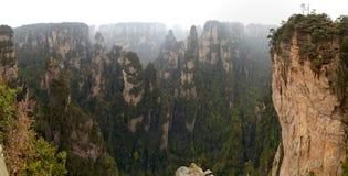 中国,湖南,张家界国家公园具体化公园,石灰岩地区常见的地形砂岩柱子 免版税库存照片