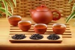 中国黏土托起木饮用的糖表茶的茶壶二 免版税库存照片