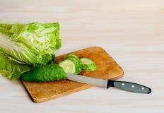 中国莴苣和黄瓜在厨房里 库存照片