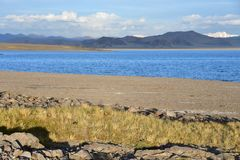 中国 西藏的大湖 湖Teri塔石纳木错在夏日 免版税库存照片