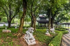 中国黄道带庭院雕象城寨公园香港 免版税库存照片
