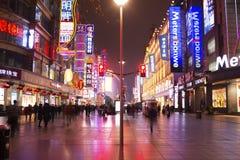 中国` s上海南京路步行者街道 图库摄影