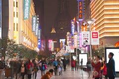 中国` s上海南京路步行者街道 库存图片