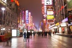 中国` s上海南京路步行者街道 免版税库存图片