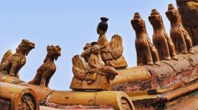 中国FCity 2个屋顶小雕象 库存照片