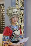 中国miao种族参展者佩带的银 免版税库存照片