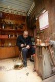 中国traditonal杆秤工匠 免版税图库摄影