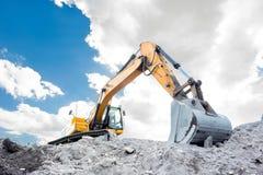 中型挖掘机 免版税库存图片