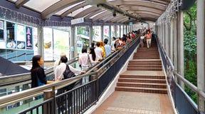 中央中间水平自动扶梯和走道系统在香港 图库摄影