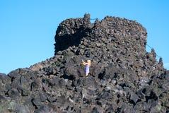 中央俄勒冈的举世闻名的熔岩荒野的观测所 免版税库存照片