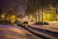 中央公园在晚上-小西部漂泊温泉镇Marianske Lazne Marienbad -捷克 库存图片