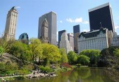 中央公园的,纽约池塘 免版税库存图片