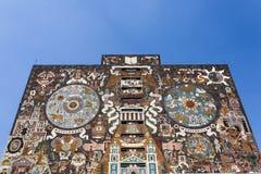 中央图书馆Biblioteca中央的门面在Ciudad Universitaria墨西哥国立自治大学大学的在墨西哥城-墨西哥北部上午 免版税库存图片
