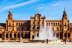中央大厦和fontain在Plaza de西班牙 塞维利亚 库存图片