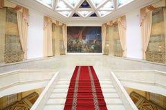 中央学术剧院的主要大理石楼梯 库存图片