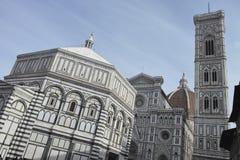 中央寺院二在一个晴朗的早晨采取的佛罗伦萨的照片 库存照片