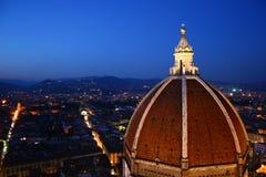 中央寺院佛罗伦萨晚上 免版税图库摄影
