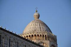 中央寺院和比萨斜塔  图库摄影