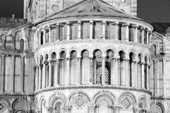 中央寺院在比萨Nignt,结构上详细资料 免版税图库摄影