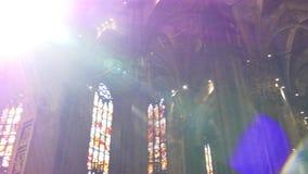 中央寺院大教堂在屋顶圆顶走的全景4k米兰意大利里面的天时间 影视素材
