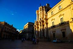 中央寺院教会广场在Ortigia,西西里岛 库存照片