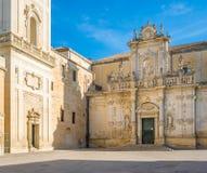 中央寺院正方形在莱切,有圣玛丽亚Assunta大教堂和钟楼的 普利亚,南意大利 免版税库存照片