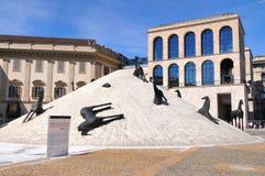 中央寺院米兰现代雕塑 免版税库存图片