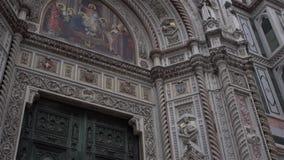 中央寺院,大教堂圣玛丽亚del菲奥雷 结构上详细资料大梁玻璃购物中心被反射的购物 股票视频