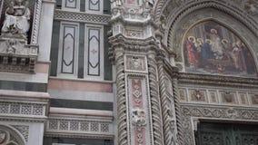 中央寺院,大教堂圣玛丽亚del菲奥雷 结构上详细资料大梁玻璃购物中心被反射的购物 4K 影视素材