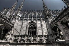 中央寺院,米兰黑暗的风雨如磐的可怕HDR照片  库存照片