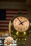中央时钟全部蛋白石 免版税库存照片
