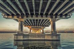 中央桥梁在第聂伯罗彼得罗夫斯克,乌克兰 免版税库存照片