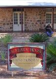 中央澳大利亚的古老第一家医院在爱丽斯泉,澳大利亚 免版税图库摄影