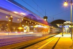 中央火车站在晚上在德累斯顿 免版税库存照片