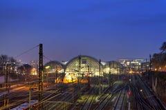 中央火车站在晚上在德累斯顿 库存图片