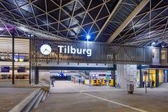 中央火车站在晚上,提耳堡大学,荷兰 免版税库存照片