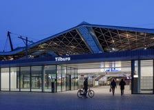 中央火车站在晚上,提耳堡大学,荷兰 库存图片