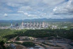 中央系统暖气工厂次幂上升暖流 Mae Moh煤电植物在Lampang Thailan 免版税库存照片