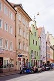 中央街道在兰茨胡特,在慕尼黑附近的巴法力亚镇 免版税库存照片