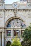 中央邮局的主要门面的细节在Plaça de l'Ajuntament在巴伦西亚,西班牙 免版税库存照片