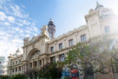 中央邮局的门面在Plaça de l'Ajuntament在巴伦西亚,西班牙 免版税库存照片