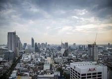 中央silom看法在曼谷泰国在天之前 免版税图库摄影