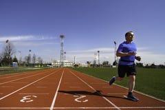 中年的男性短跑选手为种族训练 图库摄影