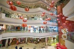 中心内部购物中心购物 免版税图库摄影