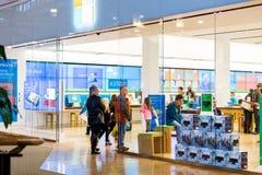 中心内部购物中心购物 免版税库存照片