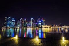 中心商务区新加坡大厦看法在晚上 库存照片