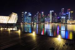 中心商务区新加坡大厦看法在晚上 免版税库存图片