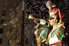 中心圣诞节洛克菲勒战士玩具 图库摄影