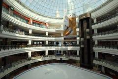 中心城市多哈冰购物中心溜冰场 图库摄影
